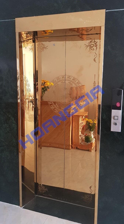 Inox cửa thang vách thang et gold door 07